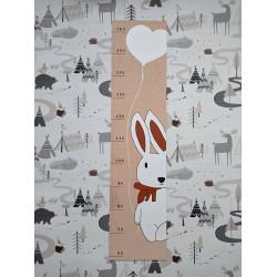 Zajíček - dětský metr na zeď (detail)