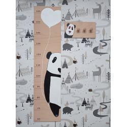 Pandička - dětský metr a věšák na zeď