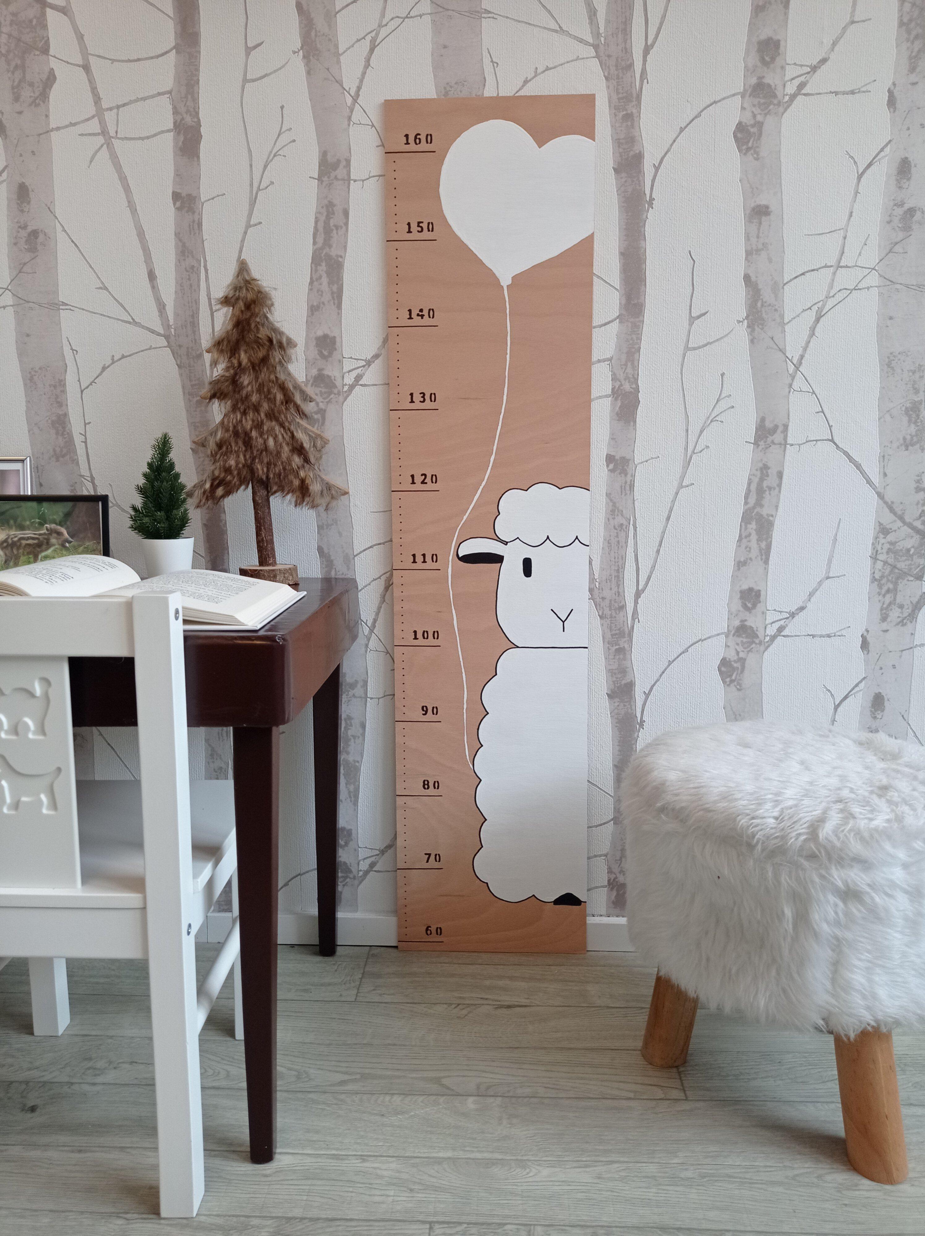 Ovečka - dětský metr na zeď
